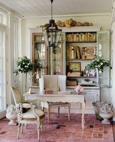 White is always the perfect choice to create romantic and serene home offices. Make your workspace brighter with simple colors and furniture | Discover more home office decor ideas: http://www.bocadolobo.com