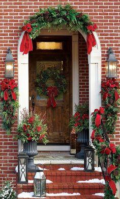 Front Door Christmas Decorations, Christmas Planters, Christmas Front Doors, Christmas Garden, Farmhouse Christmas Decor, Rustic Christmas, Christmas Home, Decorating For Christmas, Porch Christmas Lights