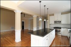 Casual kitchen design with open floor plan. This kitchen opens to a huge great room with vaulted ceiling. Southern / country kitchen features.