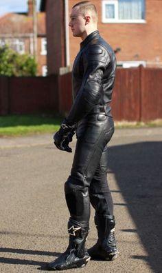 Hot Guys In Biker Gear Bike Suit, Motorcycle Suit, Motorcycle Leather, Motard Sexy, Mens Leather Pants, Biker Gear, Herren Outfit, Men In Uniform, Poses