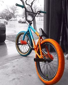 Great photo // Bike posted because I think the colors and the phot - Bmx Bikes - Ideas of Bmx Bikes - Great photo // Bike posted because I think the colors and the photo are pretty dope. Bmx Scooter, Bmx Bike Parts, Bmx Bicycle, Mtb Bike, Road Bike, Photo Velo, Bmx Pro, Vintage Bmx Bikes, E Skate
