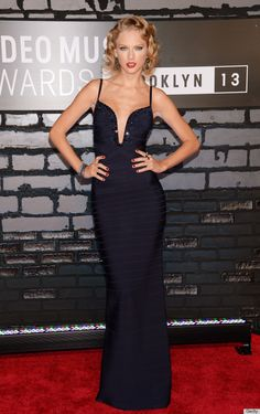 Taylor swift , channeling old Hollywood glamour!  Vmas 2013