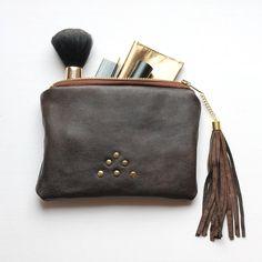 Natural koženou peněženku / repurposed hnědá kůže / mini spojka pytel / make up bag