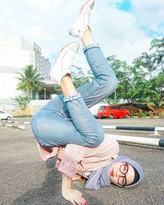 Hijaber: Ashfiya ❤ Girl Hijaber Style With Fashion Beautiful Girl Indian, Beautiful Hijab, Hijab Jeans, Moslem Fashion, Hijabi Girl, Hijab Chic, Hijab Fashion, Muslim, Mom Jeans