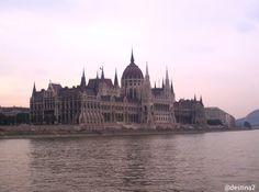 Budapest.- Parlamento desde crucero
