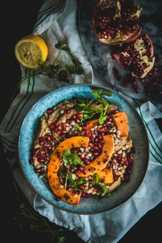Hummus aand pearly barley bowls with butternut squash, pomegranate and spices 1 Clean Eating, Healthy Eating, Healthy Food, Pearl Barley, Grain Bowl, Vegetarian Recipes, Healthy Recipes, Valentines Day Dinner, Vegan Hummus