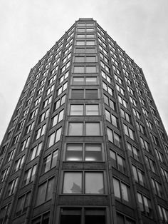 Economist Building St James's, London, Alison and Peter Smithson, Photo: Simon Phipps Alison And Peter Smithson, Saint James, London England, Concrete, Multi Story Building, Architecture, Places, British, Travel
