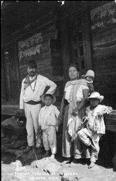 Familia tarasca, Uruapan, Michoacán.