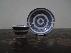 Antique miniature Qing dynasty Chinese blue & white tea bowl & saucer…