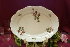 Dining Decor, After Christmas, Crackle Glass, Pompadour, Displaying Collections, China Dinnerware, The Dish, China Porcelain, Tray
