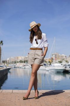 Fashion Tips Bags beach outfit Estilo conforto (moda comfy) Komfort-Stil (bequeme Mode) Outfits With Hats, Mode Outfits, Short Outfits, Chic Outfits, Trendy Outfits, Fashionable Outfits, Summer Shorts Outfits, Summer Fashion Outfits, Spring Outfits