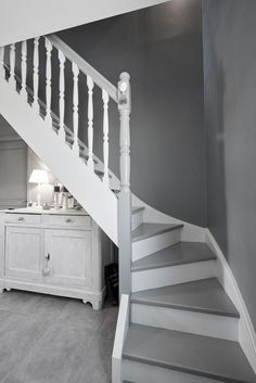 White and Gray Staircase - Home Builder Square Meter Staircase Storage, Staircase Design, Small Space Interior Design, Interior Design Living Room, Staircase Runner, Grand Staircase, Painted Stairs, Street House, Rustic Curtains
