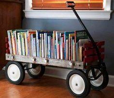 carrinho de mão com livros