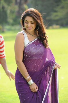 South Indian Actress Richa Gangopadhyay Sexy In Saree Stills Indische Sarees, Richa Gangopadhyay, Aunty In Saree, Saree Navel, Hollywood Heroines, South Indian Actress, South Actress, Indian Girls, Indian Sarees