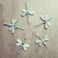 Kuvahaun tulos haulle heijastin askartelu Girl Scouts, Handicraft, Belly Button Rings, Christmas Diy, Jewerly, Hair Accessories, Butterfly, Diy Crafts, Drop Earrings