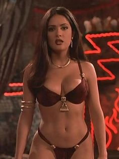 Salma Hayek is a great actress and sexy woman who showed her charms in several films. See hot pics of Salma Hayek and sexy scenes from her movies. Selma Hayek, Hot Lingerie, Dark Beauty, Ideal Beauty, Salma Hayek En Bikini, Brasilianischer Bikini, Bikini Pics, Gisele Bündchen, Sexy Women