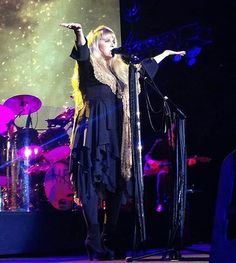 Rock on Gold Dust Woman.. Stevie Nicks /Fleetwood Mac at The Forum (photo by maddiebrady0 on IG)