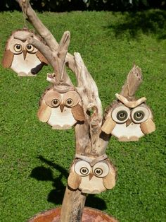 wooden owls to hang or put down by ceramicaelegno, € Wooden diy - Wooden crafts - Wooden toys - Wood Log Crafts, Wood Slice Crafts, Driftwood Crafts, Diy Wood Projects, Christmas Wood, Christmas Crafts, Christmas Ideas, Wood Owls, Wood Animal