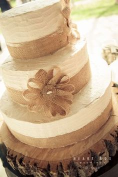Burlap wedding cake. heartboxweddings.com