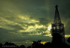 Detrás de ti #sun #sunset #beautiful #tower #torredelcable #travel #manizales #colombia