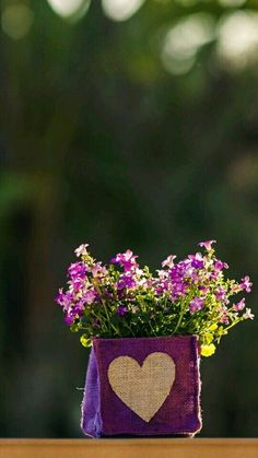 Lavender bag with flowers Cool Pictures For Wallpaper, Cute Wallpaper Backgrounds, Flower Backgrounds, Nature Wallpaper, Cute Wallpapers, Iphone Wallpaper, Wonderful Flowers, Pretty Flowers, Purple Flowers