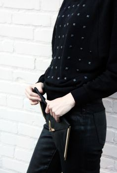 Levi's rocker chic in High Shine Black Skinny Jeans + Studded Sweatshirt #dressintheunexpected