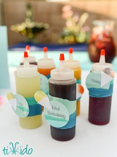 How to make delicious snow cone syrup out of pure fruit, no artificial colors, flavors, or excessive sugar. Too easy! Frozen Desserts, Frozen Treats, Shaved Ice Recipe, Snow Cone Stand, Sno Cones, Healthy Fruits, Healthy Drinks, Healthy Smoothies, Sugar Free Snow Cone Syrup Recipe
