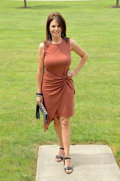Ideal Clothes For Women Over - Fashion Trends Fashion Over Fifty, Fashion For Women Over 40, Clothes For Women Over 40, Curvy Petite Fashion, Monroe, Petite Dresses, Summer Dresses For Women, Fashion Dresses, Short Sleeve Dresses