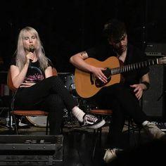 Taylor York Hayley williams Paramore TourOne 2017