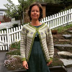 Lev Landlig kofte pattern by Lene Holme Samsøe og Liv Sandvik Jakobsen Cardigan Design, Wool Cardigan, Crochet Clothes, Knitting Projects, Mantel, Ravelry, Knit Crochet, Knitting Patterns, Casual