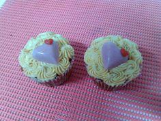 Cupcakes de chocolate y canela con crujiente de galleta y frostin de dulce de leche. http://ditartas.com/
