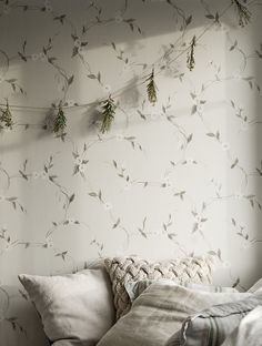 Interior Wallpaper, Luxury Wallpaper, Wallpaper Size, Flower Wallpaper, Pattern Wallpaper, Bedroom Wallpaper, Wallpaper Ideas, Scandinavian Interior Bedroom, Scandinavian Wallpaper