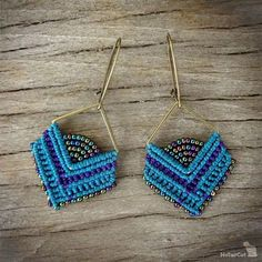 Handcrafted macrame earrings made with linhasita 0,75 mm thread, glass beads, square - zamak - bronze tone. Used colours of thread: teal and violet For the perfect set, look at the bracelet we have in our shop: