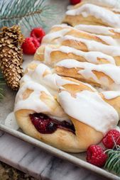 Sweet Bread with Berries and Cream Cheese. A Sweet Pastry Dessert Sweet Bread with Berries and Cream Cheese. A Sweet Pastry Dessert – Sweet Bread Meat, Sweet Pastries, Chocolate, Berries, Cheese, Cream, Ethnic Recipes, Desserts, Food