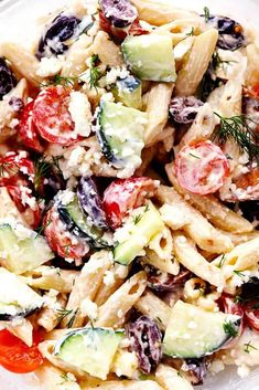 Greek Tzatziki Pasta Salad Greek Tzatziki Pasta Salad is a delicious pasta salad with fresh cucumbers, kalamata olives, and cherry tomatoes. It is tossed in a tangy tzatziki dressing and is perfect for your next potluck! It is getting HOT outside. Greek Salad Pasta, Tortellini Salad, Soup And Salad, Tzatziki, Penne, Pasta Salat, Healthy Chicken Pasta, Chicken Salad, Cauliflower Salad
