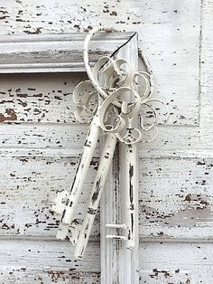 Shabby Chic Metal Keys Set