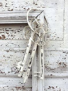 Shabby Chic Metal Keys Set