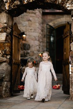 flower girls - photo by Our Love is Loud http://ruffledblog.com/colorado-wedding-with-earth-tones