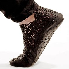 Shoes that made with 3D printer. The design process uses accurate 3D scans of the feet. The sole is designed in collaboration with a podiatrist to ensure comfort, stability & alignment