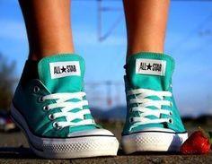 Os calçados que nunca saem de moda Moda Com que roupa?