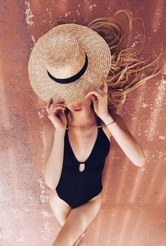 A roundup of the best blogger beach style for summer fashion inspiration | petite black one piece with keyhole and summer hat from 5 Inches and Up