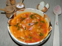 Ciorba de fasole cu ciolan afumat Romanian Food, Curry, Food And Drink, Soup, Cooking, Ethnic Recipes, Foods, Canning, Kitchens