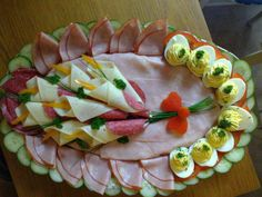 meat food cold meat and deviled egg platter Meat Trays, Meat Platter, Food Platters, Antipasto Platter, Cute Food, Good Food, Deviled Egg Platter, Deviled Eggs, Food Carving