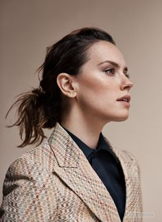 Last additions - 006 - Photogallery at Daisy Ridley Source