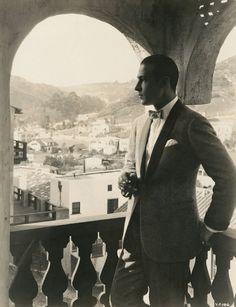 Old Hollywood: Rudolph Valentino Hollywood Homes, Old Hollywood Glamour, Golden Age Of Hollywood, Vintage Hollywood, Hollywood Stars, Classic Hollywood, Vintage Glamour, Hollywood Cinema, Vintage Men