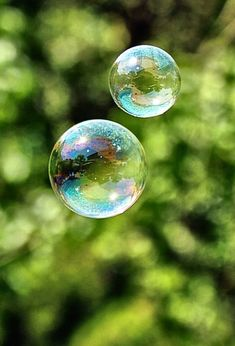 Reflections in a Soap Bubble Blowing Bubbles, Macro Photography, Creative Photography, Diy Photo Backdrop, Bubble Balloons, Fotografia Macro, Bubble Art, Soap Bubbles, Water Droplets