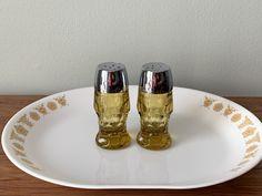 Modern Cottage Hollywood Regency Style Fine Dining Gold Opalescent Salt and Pepper Shakers VINTAGE Teal