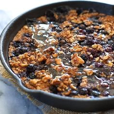 Easy to make Blueberry Oatmeal Bake – topped with chopped walnuts, spiced with cinnamon & nutmeg and packed full of juicy berries. Gluten Free + Vegan Breakfast Bake, Vegan Breakfast Recipes, Breakfast Casserole, Healthy Dinner Recipes, Healthy Snacks, Vegan Baking, Healthy Baking, Vegan Baked Oatmeal, Blueberry Oatmeal