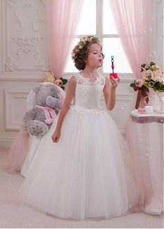 Amazing Tulle & Satin Jewel Neckline Ball Gown Flower Girl Dresses With Lace Appliques