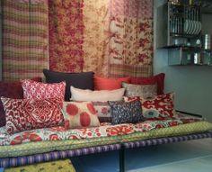 caravane princesse divan 3 matelas maison bardage bois couleur pinterest matelas. Black Bedroom Furniture Sets. Home Design Ideas